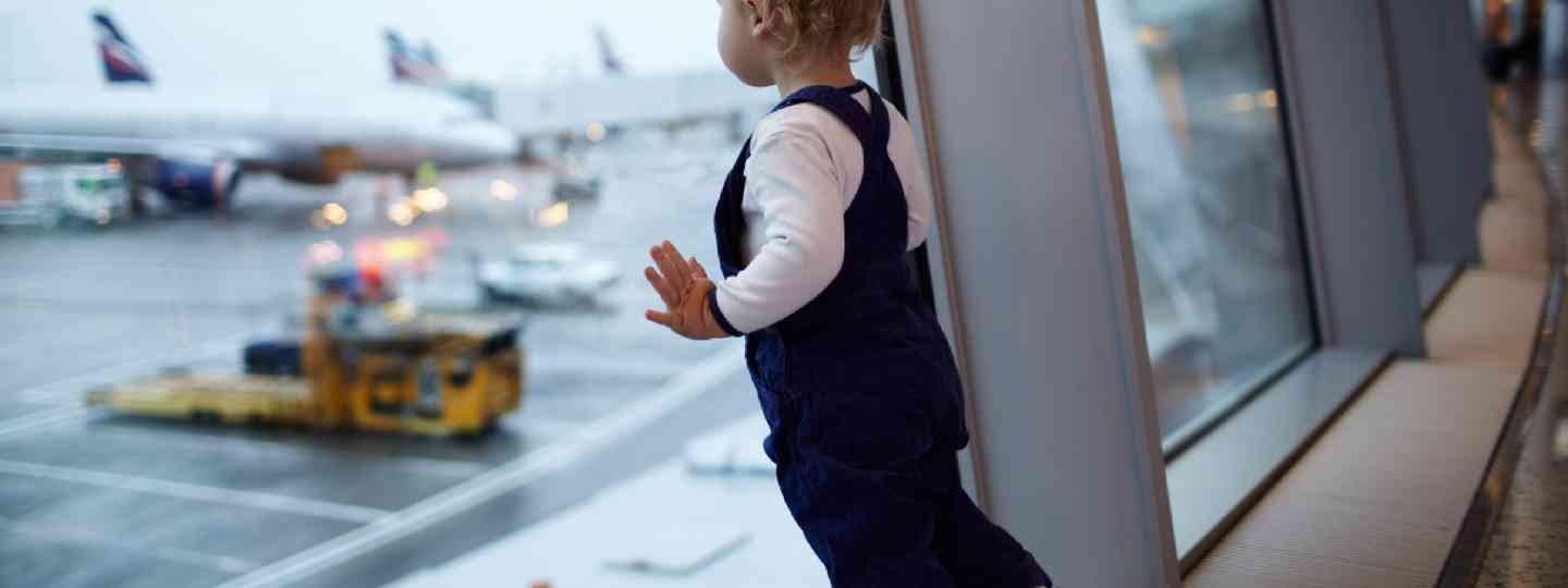 Child in the airport (Shutterstock)
