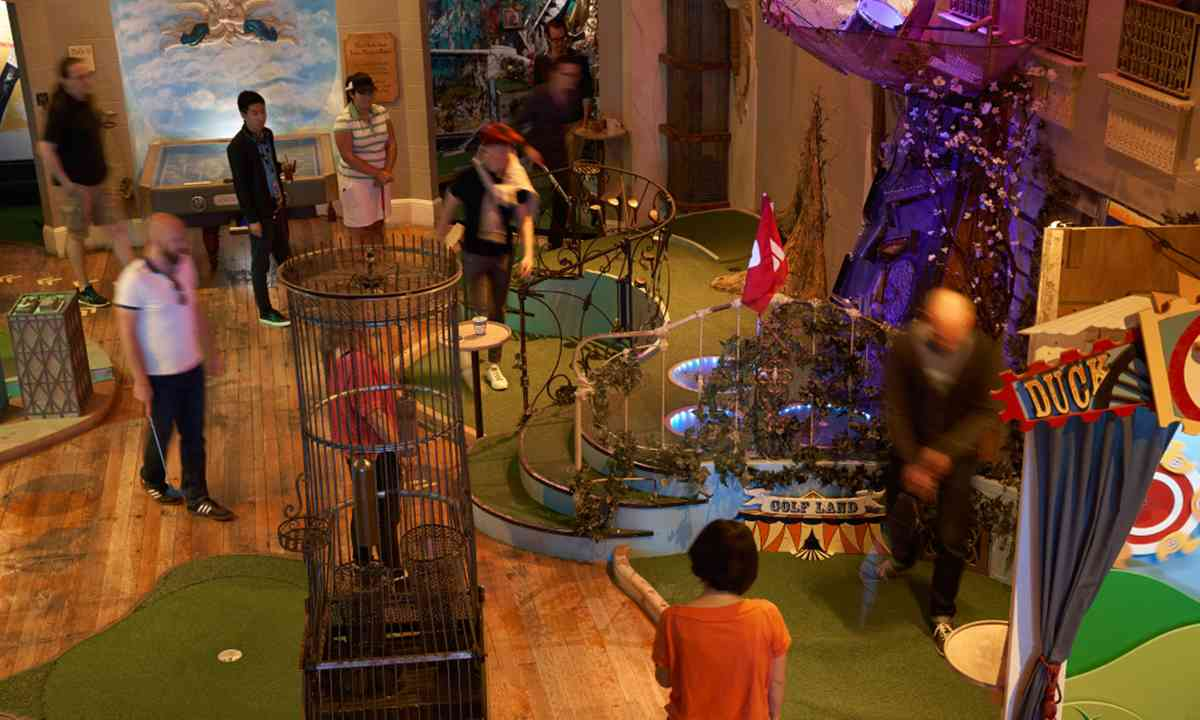 Mini golf, Hipster style (urban putt.com)