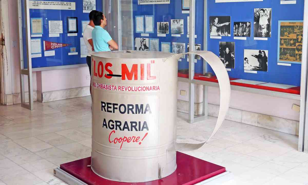 Display at the El Museo de la Revolución (Dreamstime)