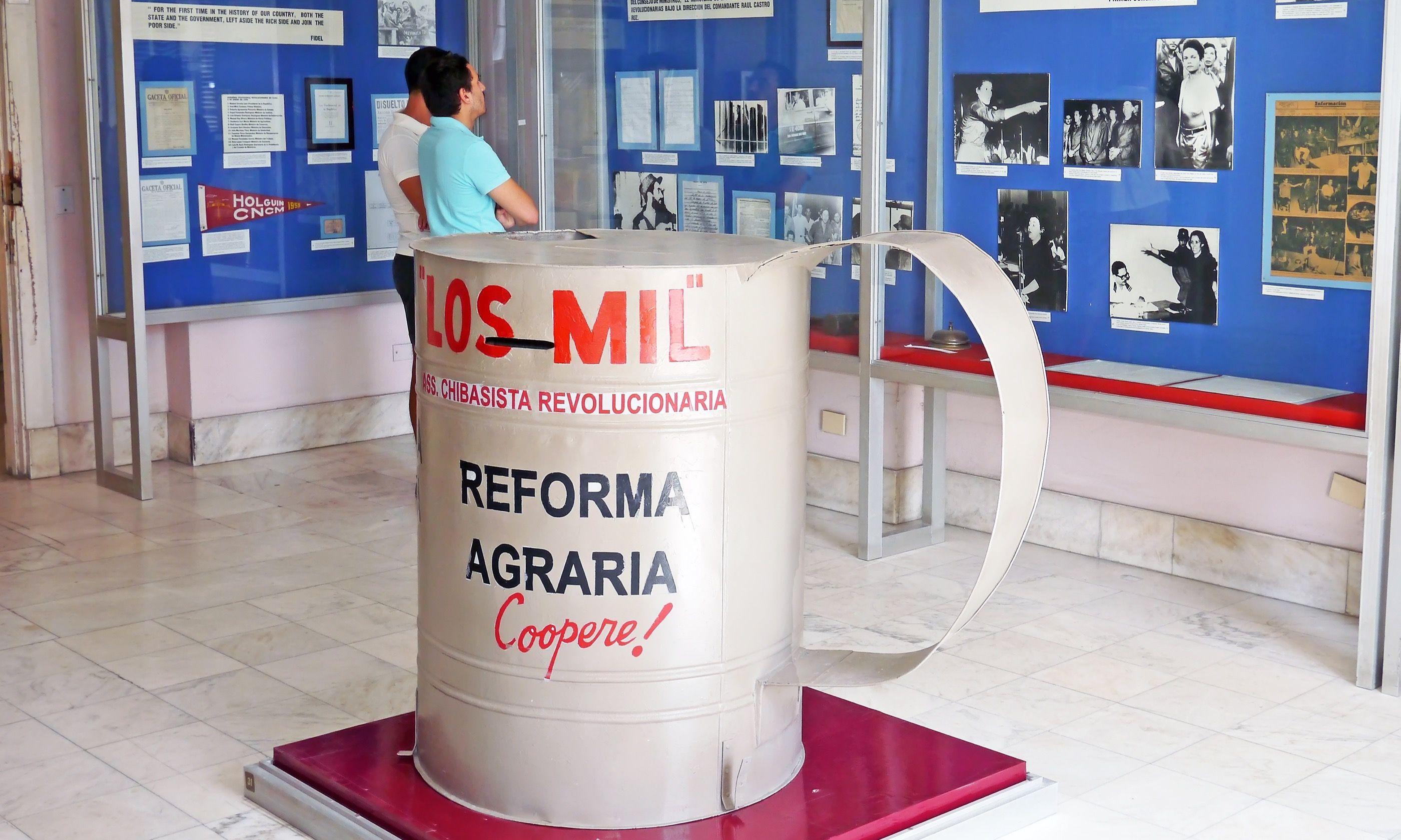 Display at the El Museo de la Revolución (Dreamstime)