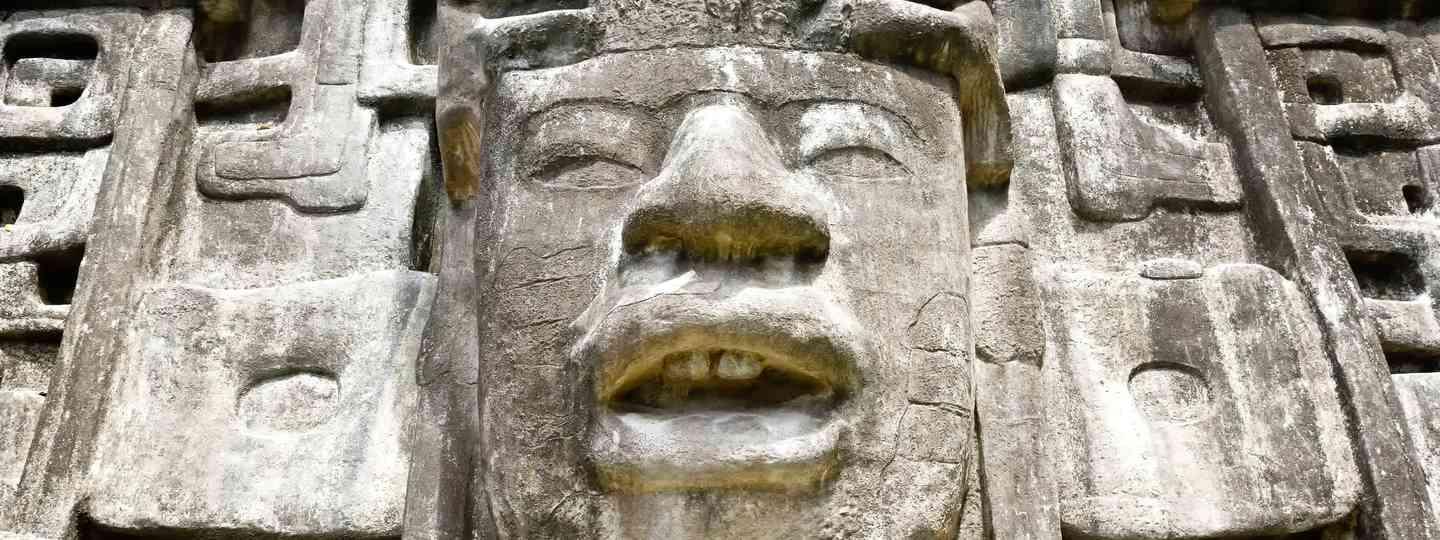 Mayan mask temple (Dreamstime)