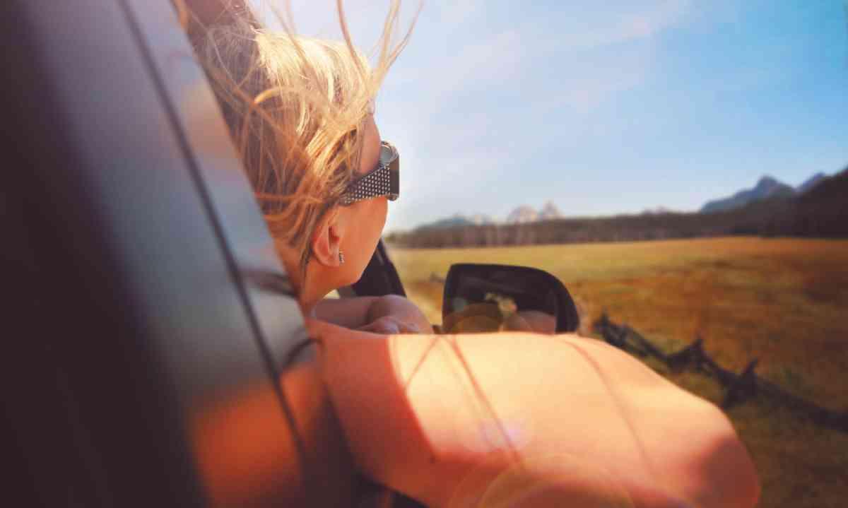 Woman on a sceanic drive (Shutterstock)