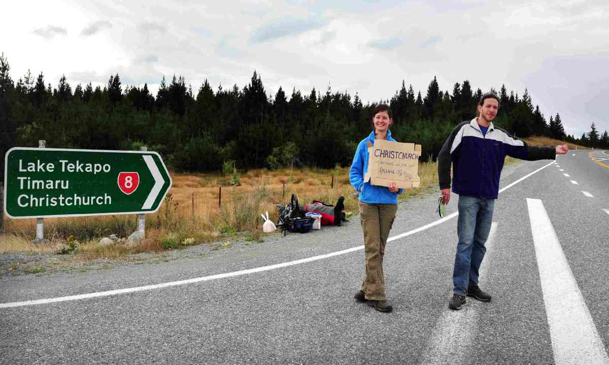 Hitchhiking in New Zealand (Dreamstime)