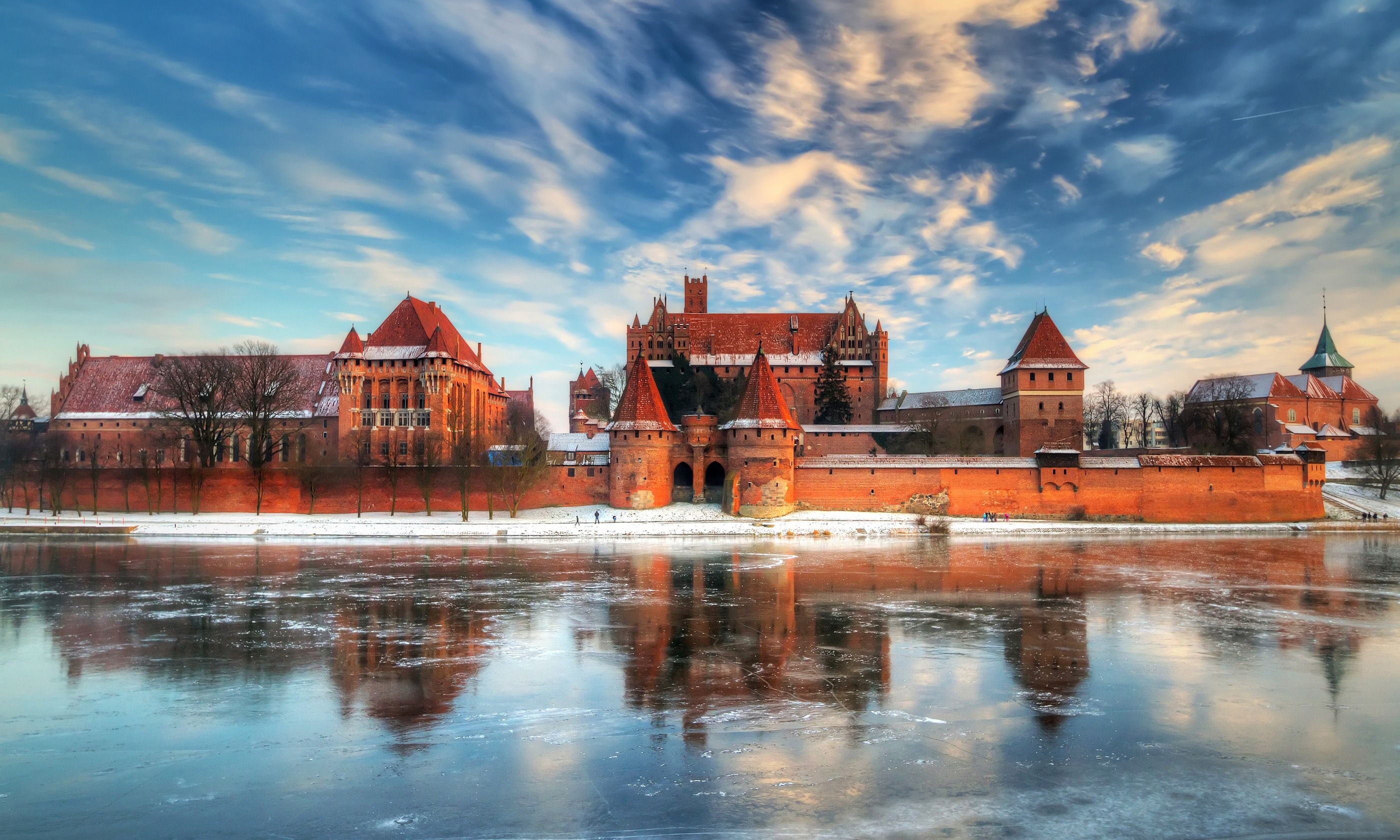 Malbork Castle in winter (Dreamstime)