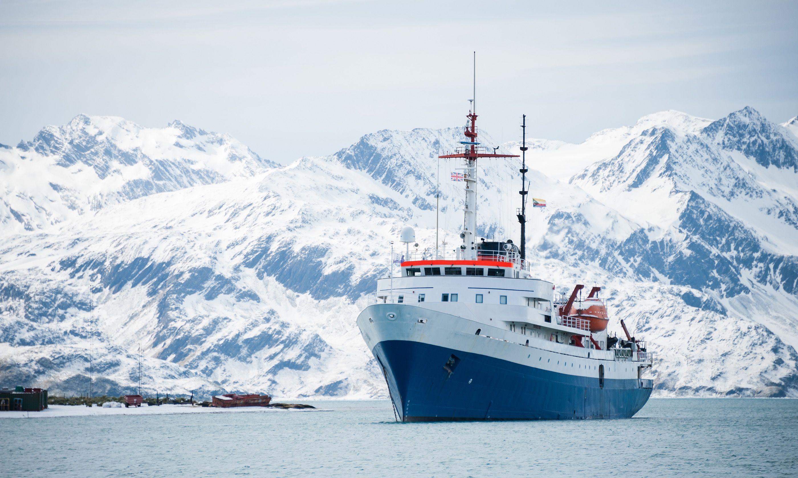 Expedition cruise ship (Shutterstock.com)