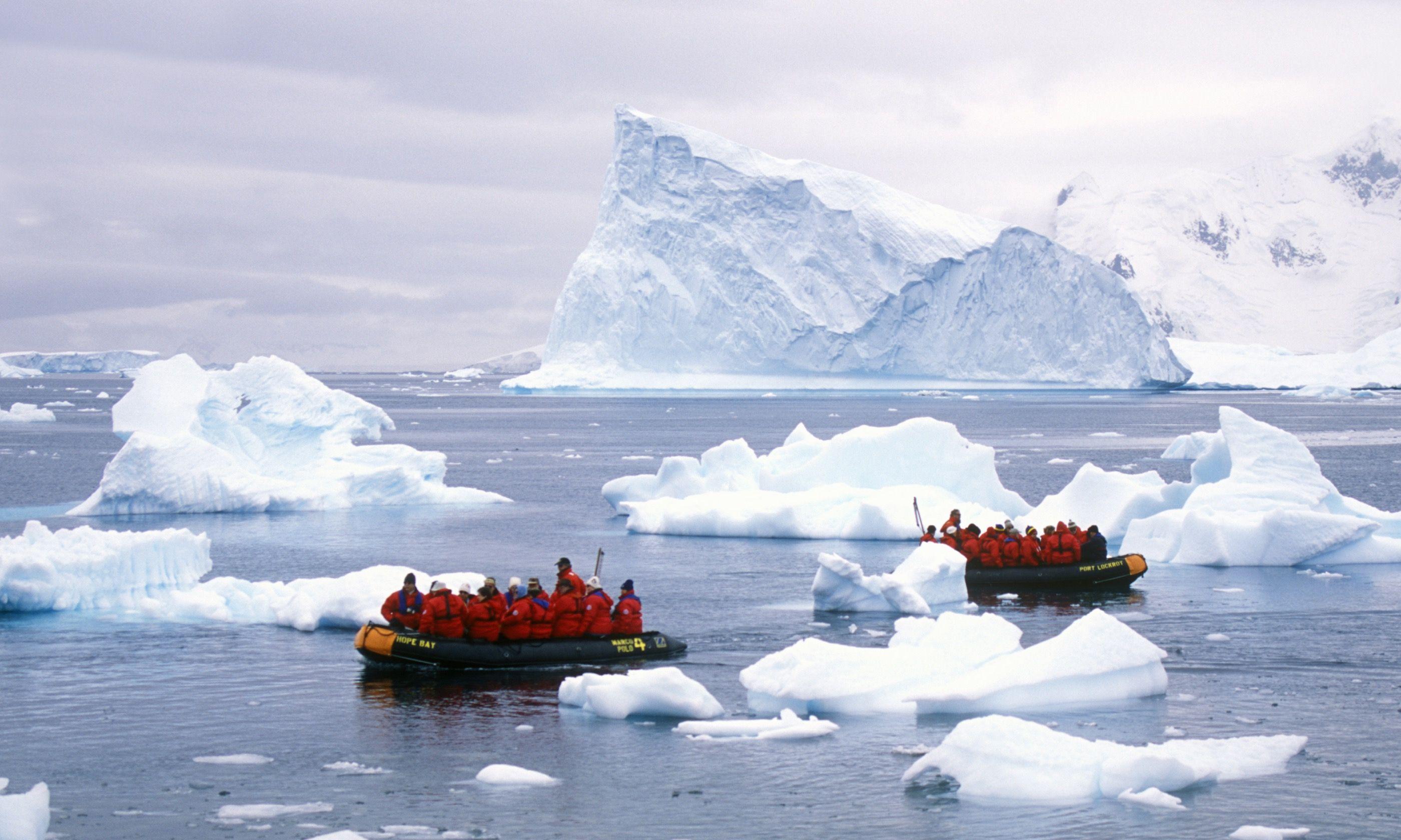 Amongst the icebergs (Shutterstock.com)