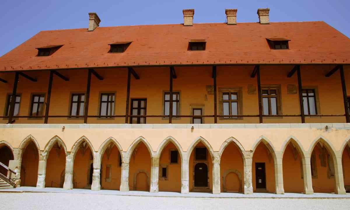 Gothic castle in Eger (Dreamstime)
