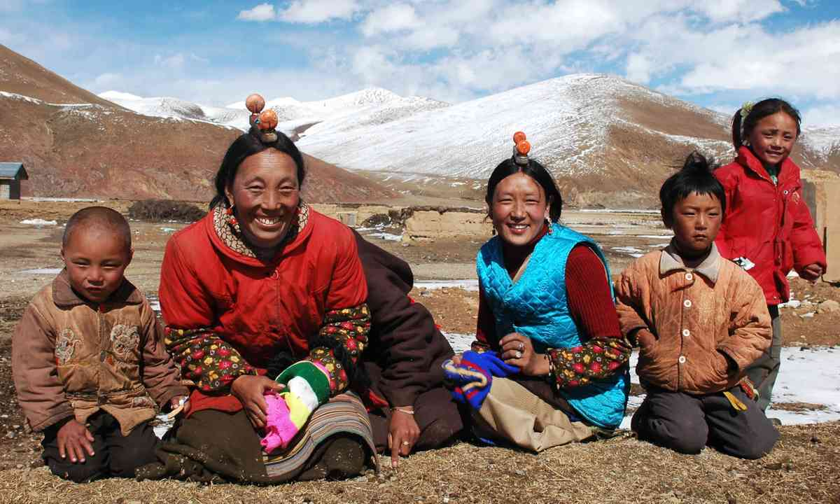 Tibetan family (Dreamstime)