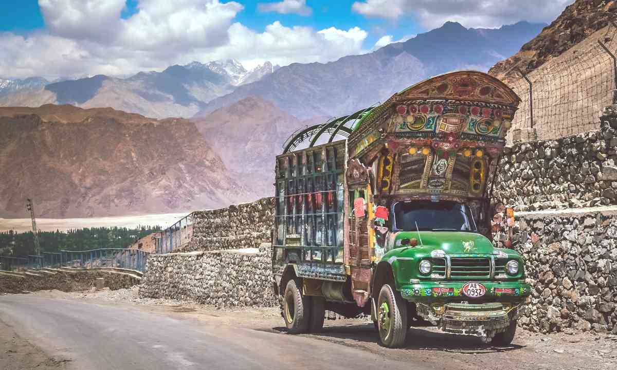 Pakistani truck on the Karakorum Highway (Dreamstime)