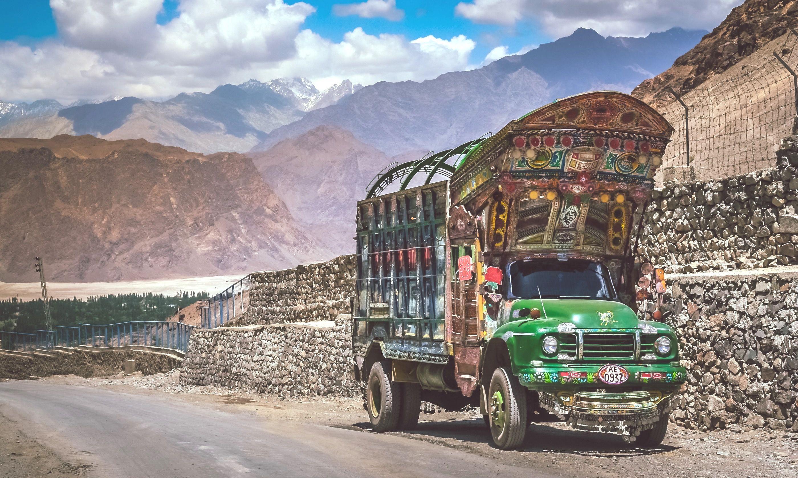 Pakistani truck on the Karakorum Highway (Dreamstime)