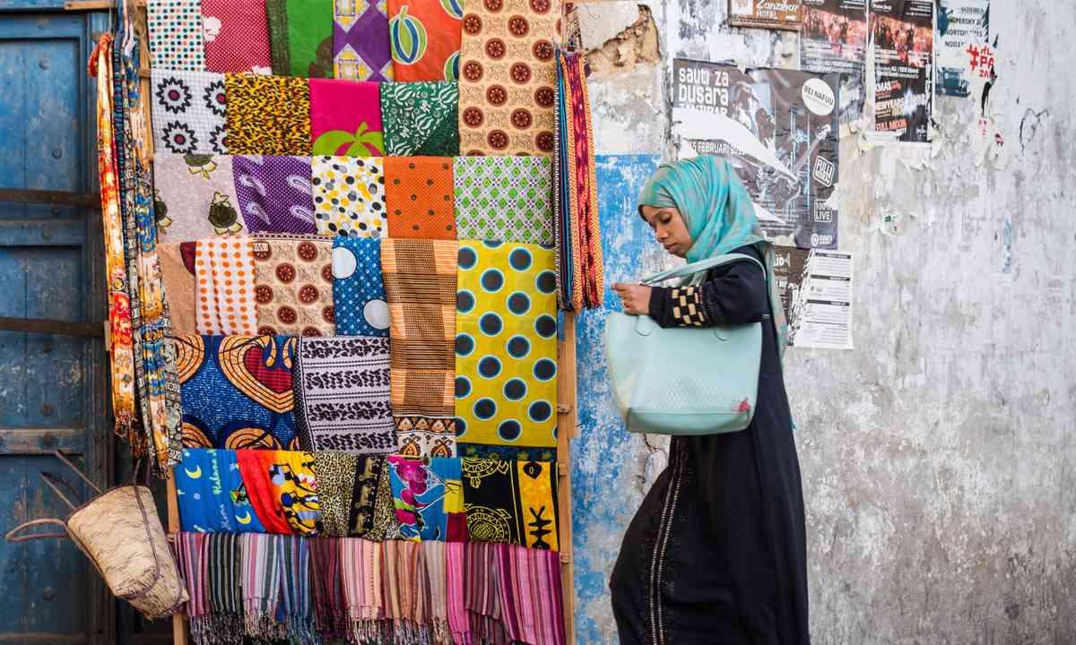 Kangas for sale in Stone Town, Zanzibar (Shutterstock.com)