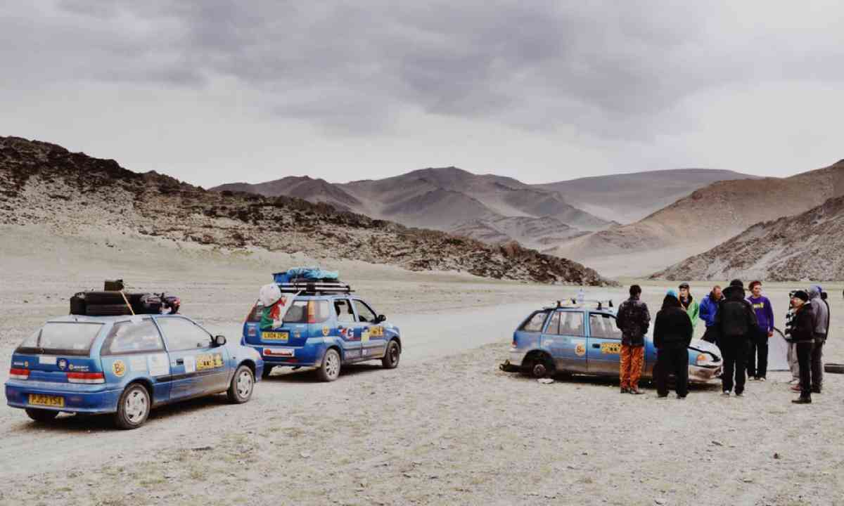 The Mongol Rally teams (James Higgins)