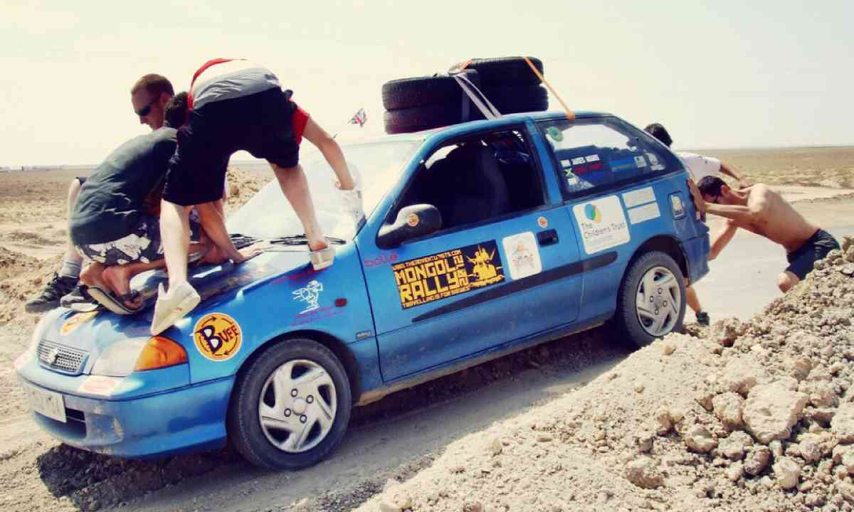 Car drapped in mud during Mongol Rally (James Higgins)