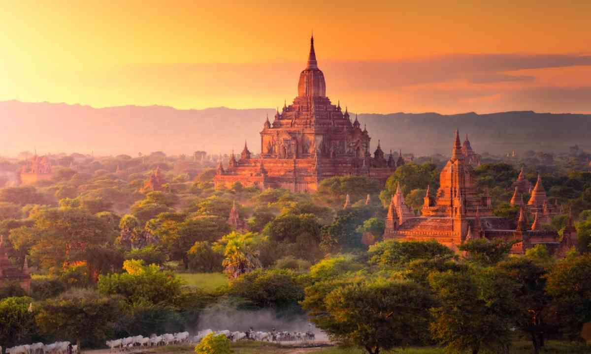 Pagoda landscape in the plain of Bagan (Shutterstock)