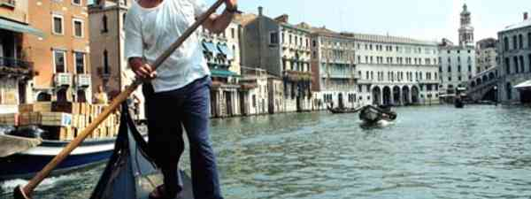 Doug Lansky rowing a gondola