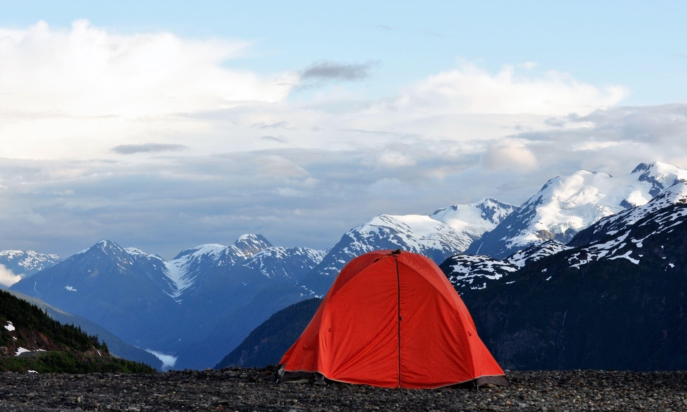 Camping in Alaska (Shutterstock.com)
