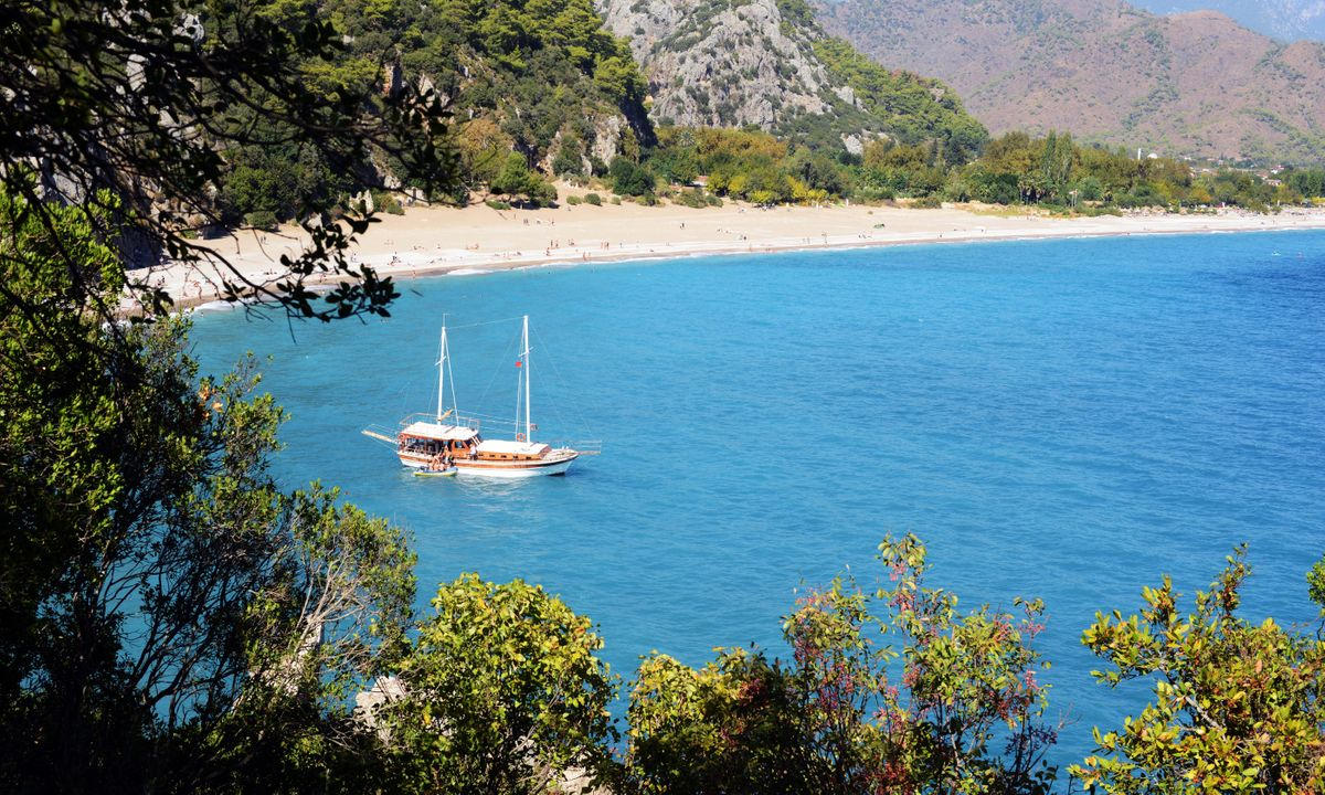 Turkish gullet anchored in an isolated bay (Dreamstime)