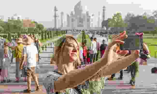 Woman taking selfie at the Taj Mahal (Shutterstock.com)