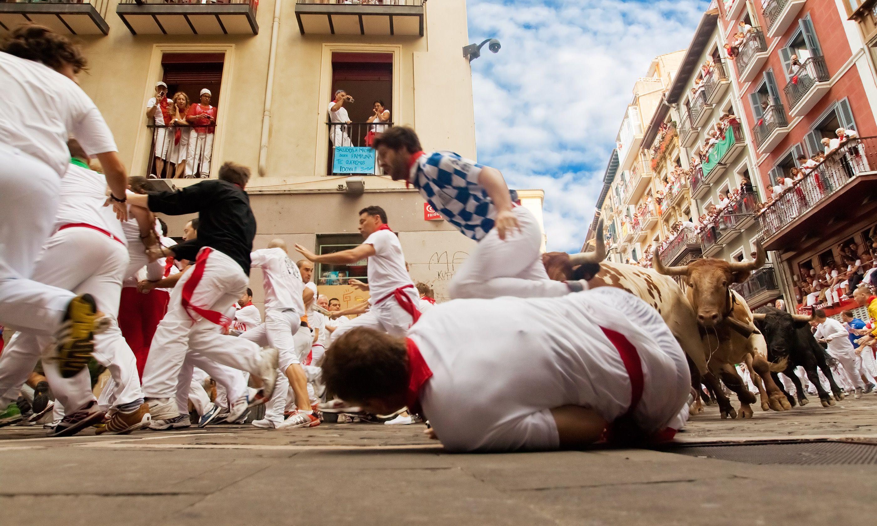 A runner falls in Pamplona (Shutterstock.com)