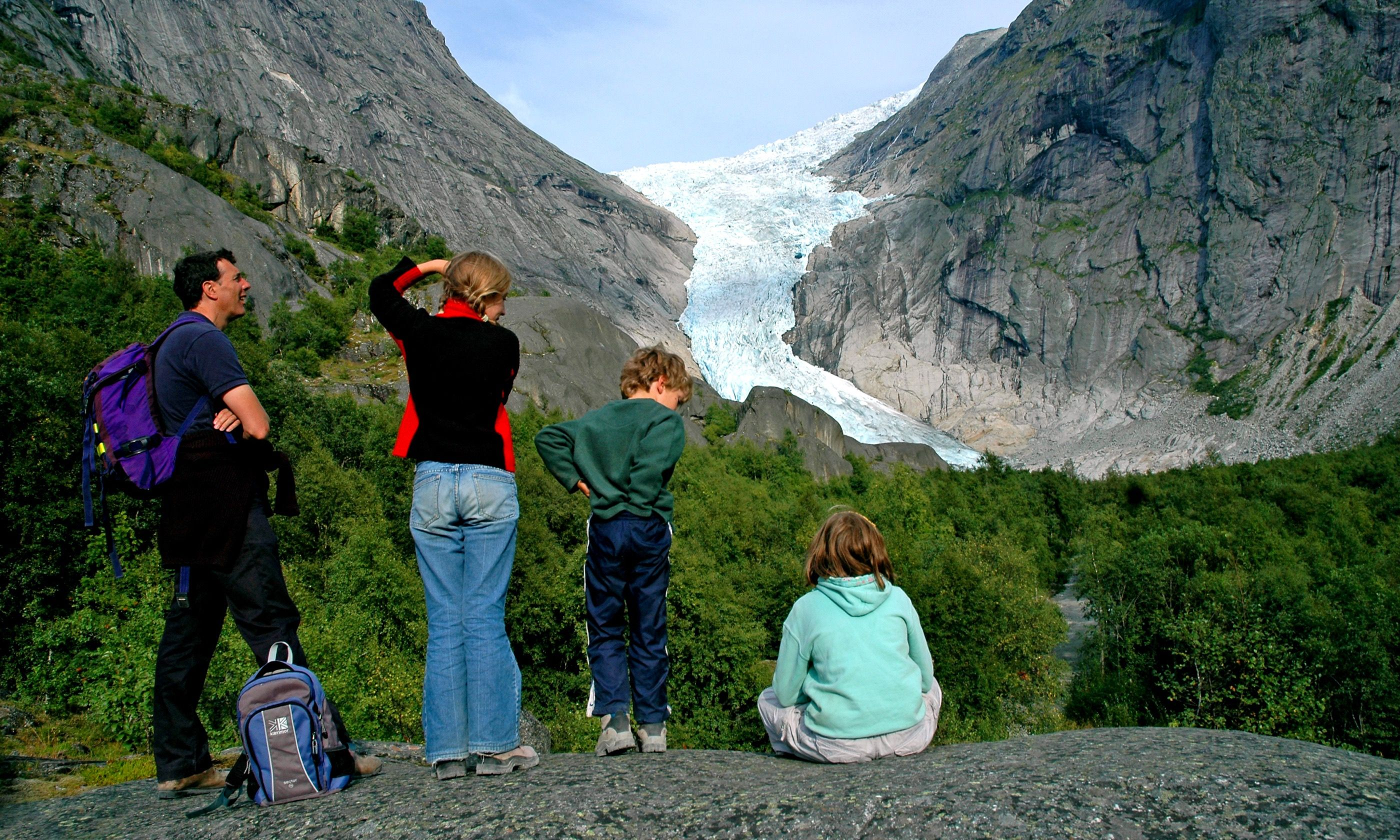 Learning about glaciers (Dreamstime)