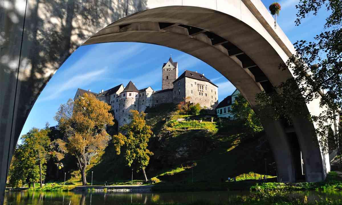Castle Loket (Dreamstime)