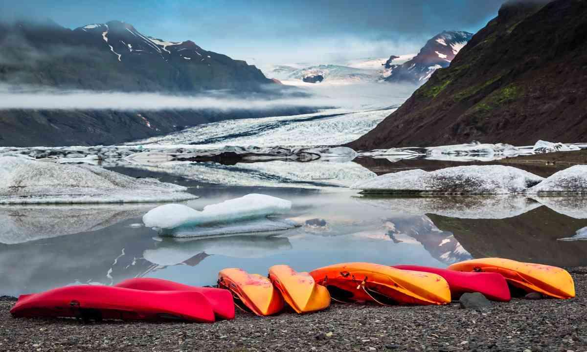Kayaks in Iceland (Shutterstock.com)