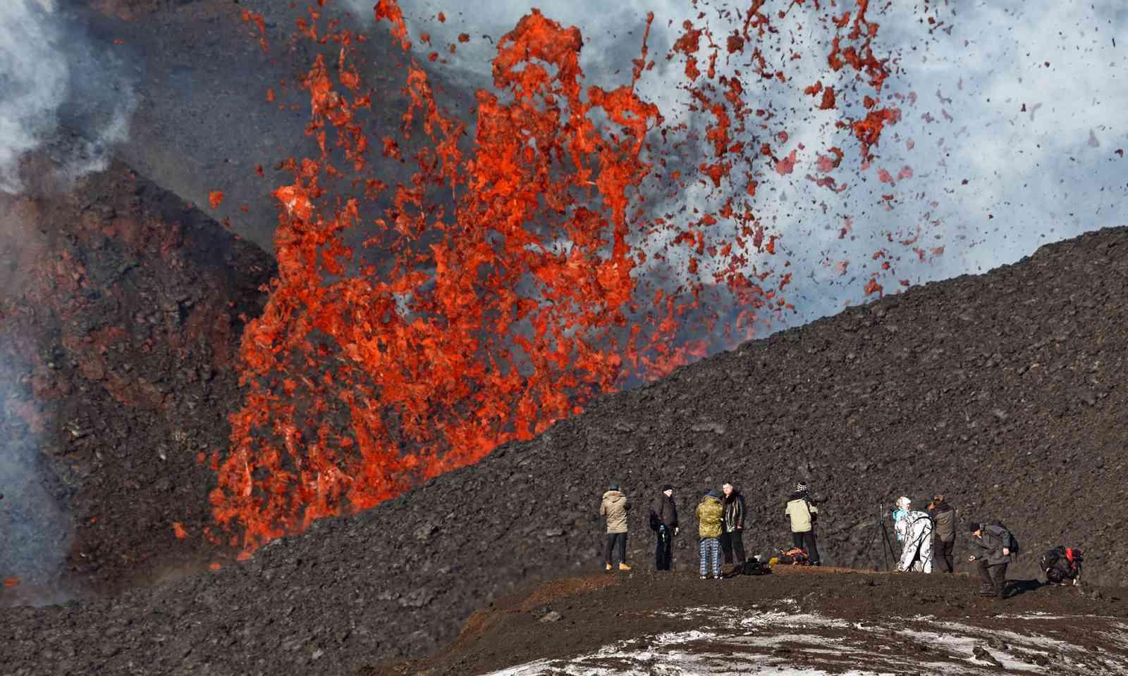Volcano erupting on Kamchatka peninsula (Shutterstock.com)
