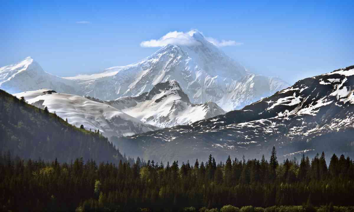 Snowcapped mountains in Alaska (Dreamstime)