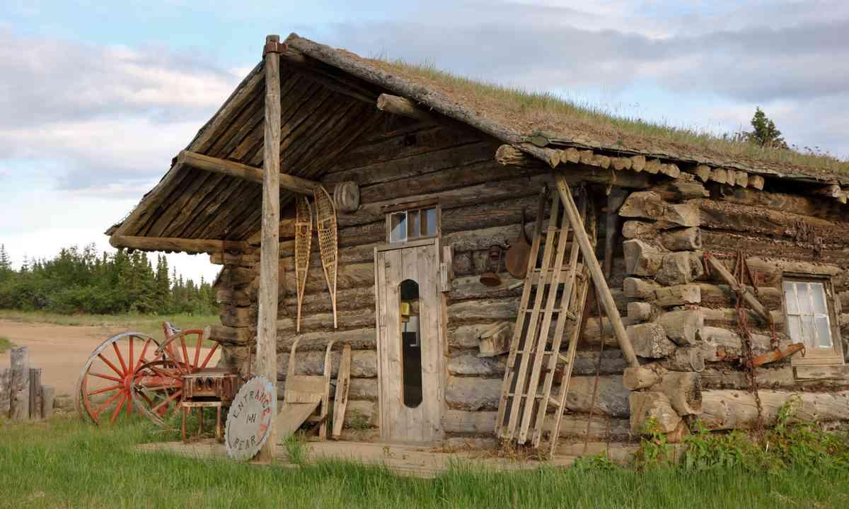 Gold rush era cabin in the YUkon (Dreamstime)