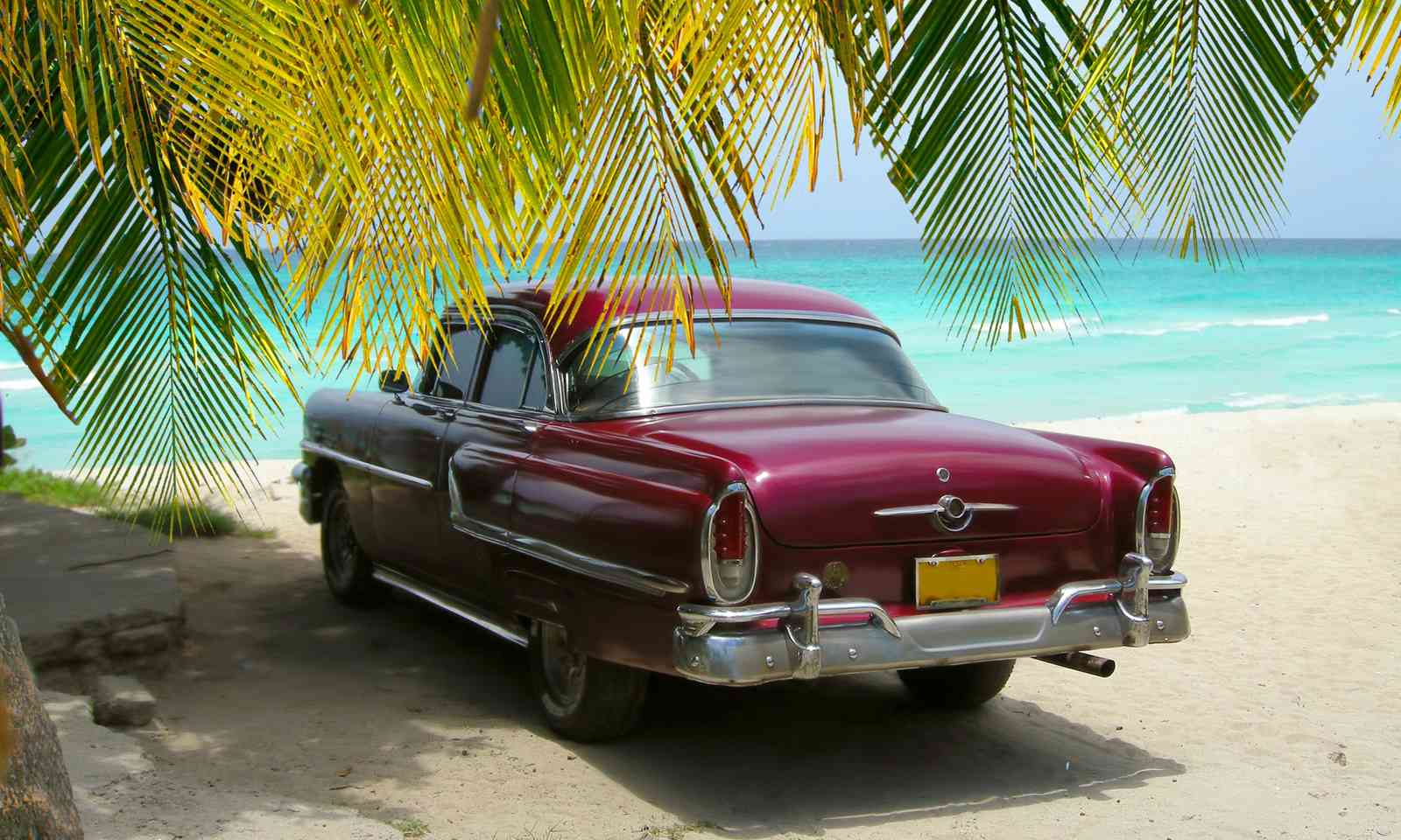 Classic car on the beach in Varadero (Dreamstime)
