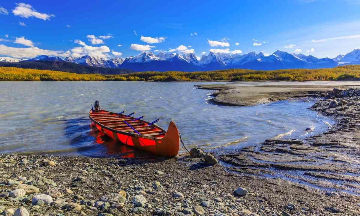 Canoe in the Yukon (Dreamstime)