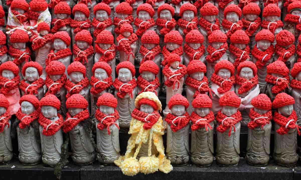 Jizo statues in Kamakura (Dreamstime)