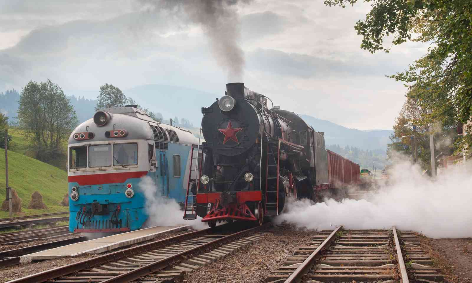 Retro trains in the Carpathians (Dreamstime)