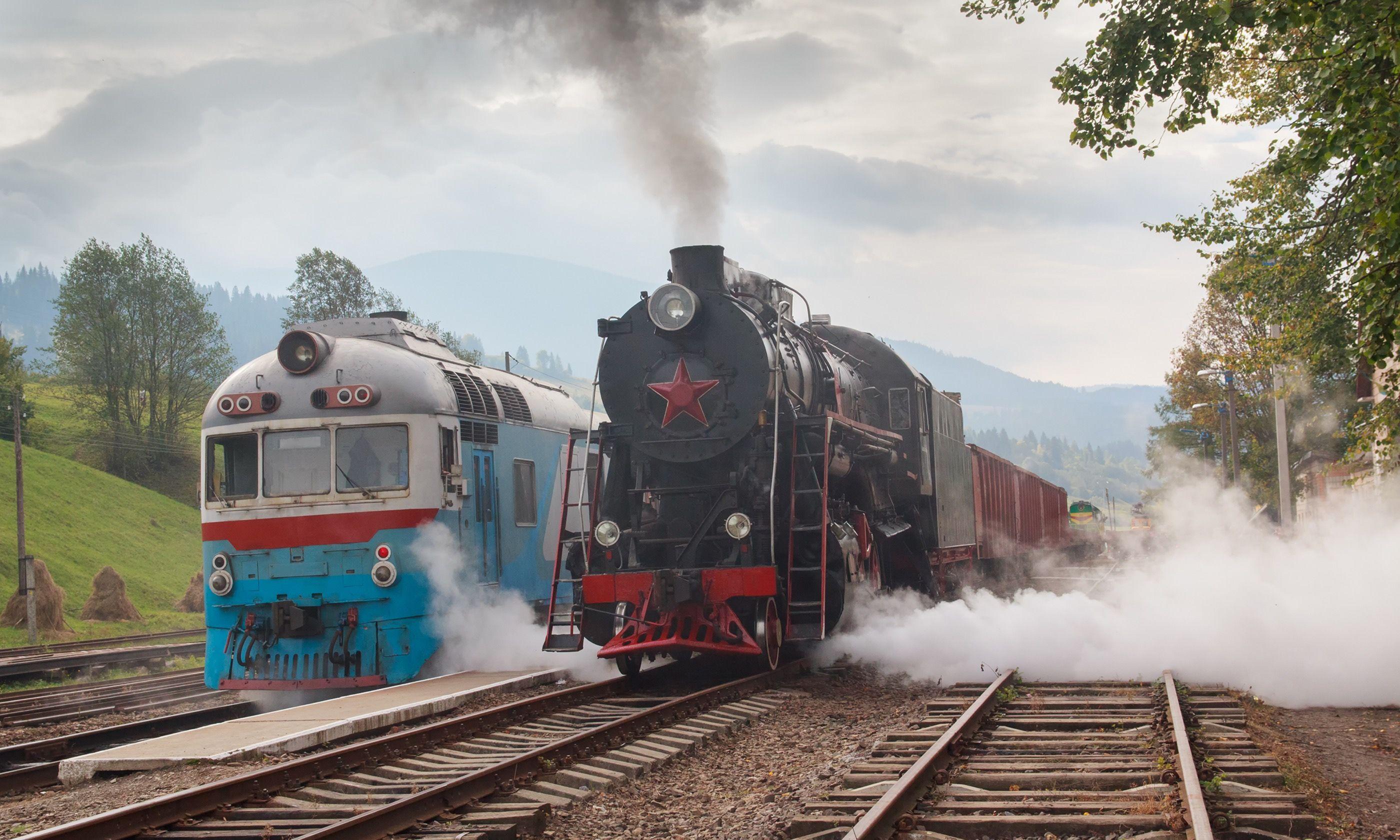 Retro trains in the Carpathians (Dreamstime)