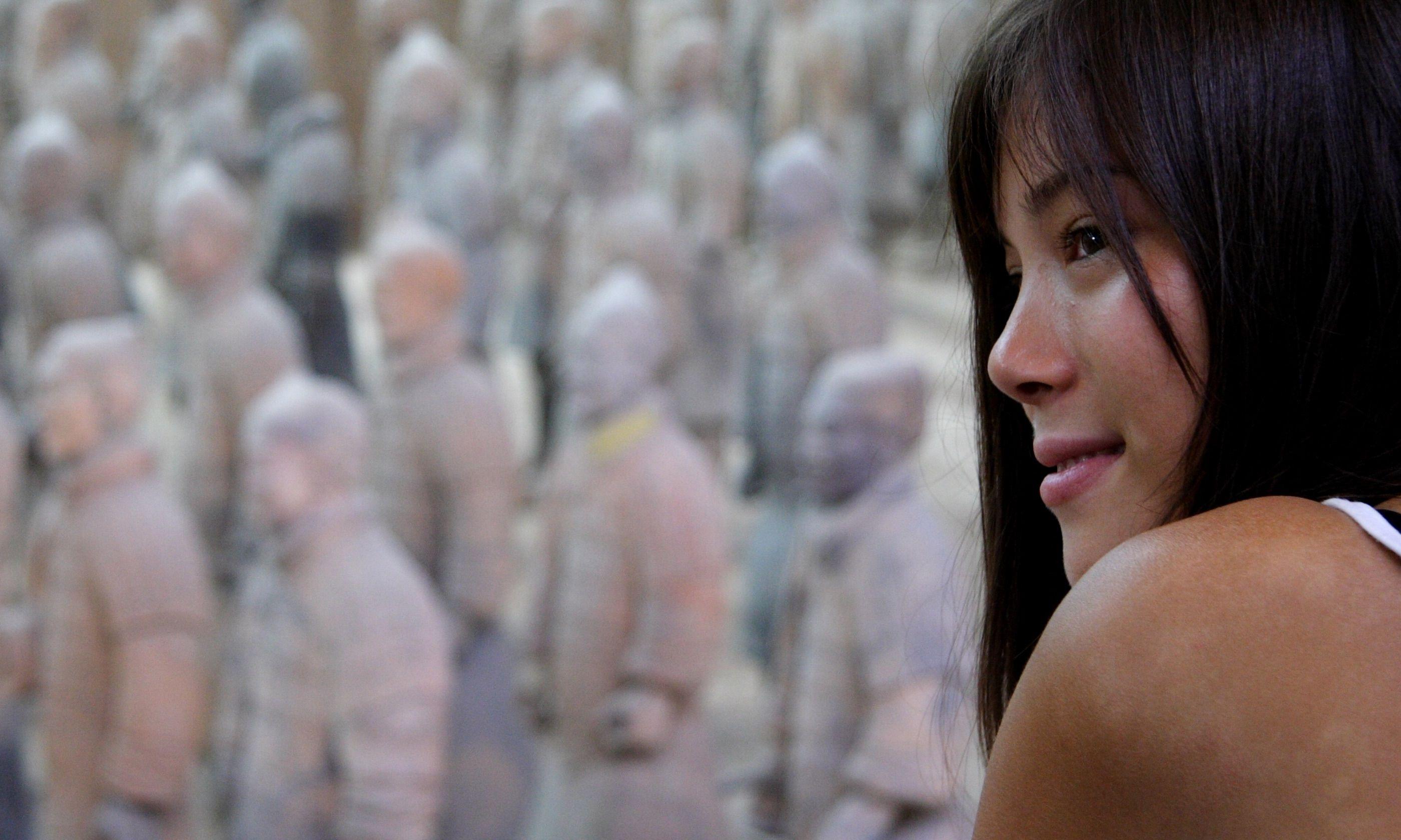 Tourist admiring the Terracotta Warriors (Dreamstime)