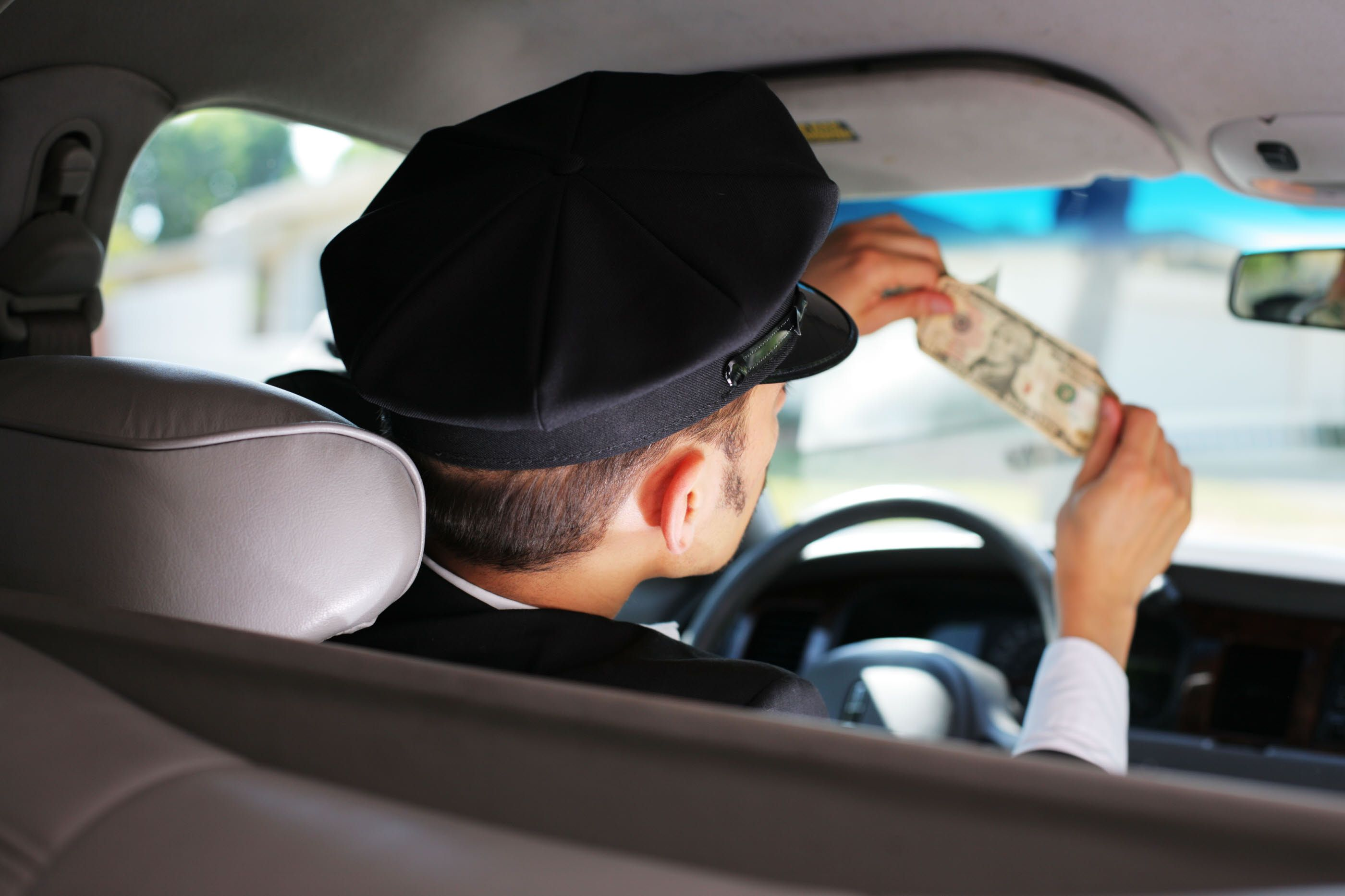 Essential Tips To Avoid Being The Victim Of Crime When - 7 tips to avoid tourist scams in europe