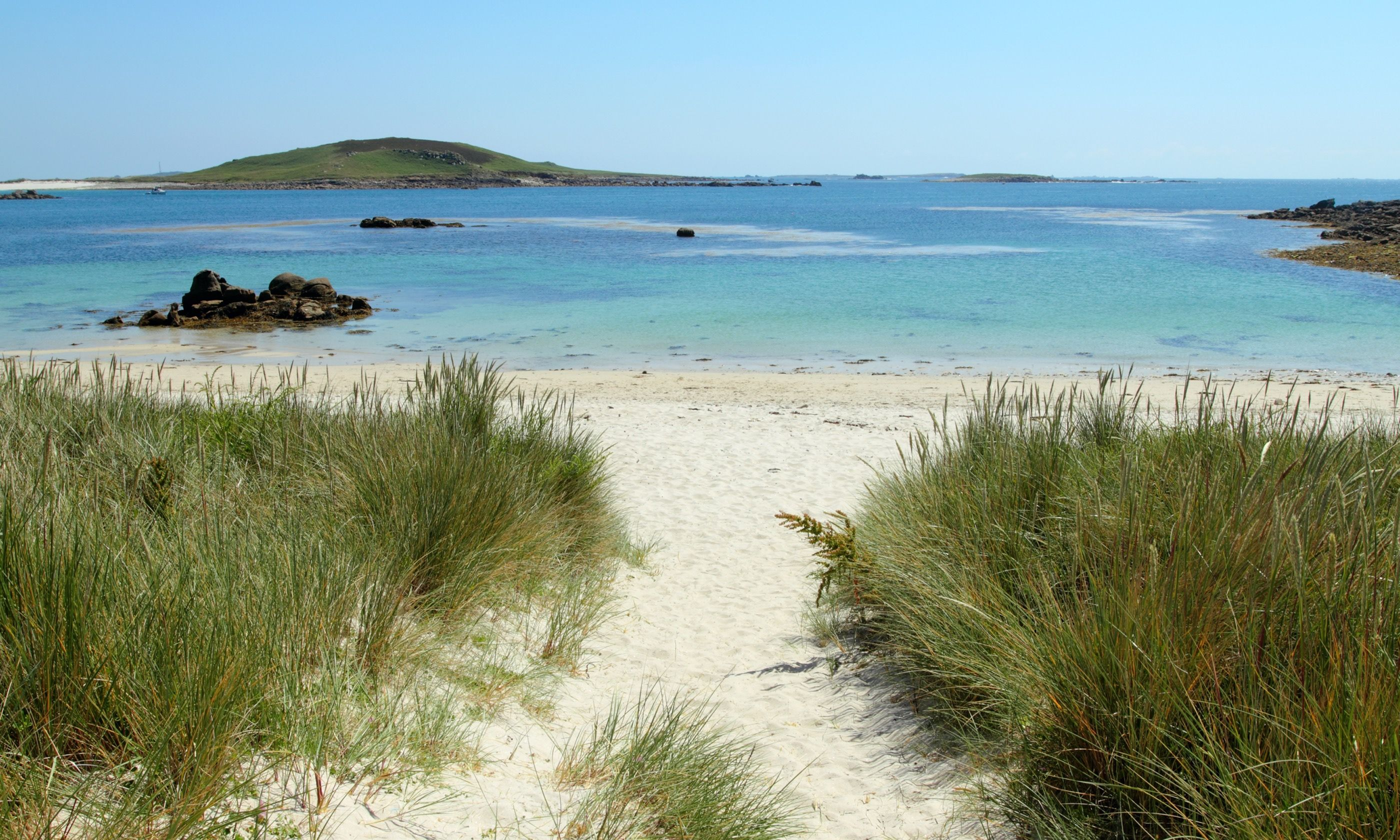 Rushy Bay Beach on Bryher (Dreamstime)