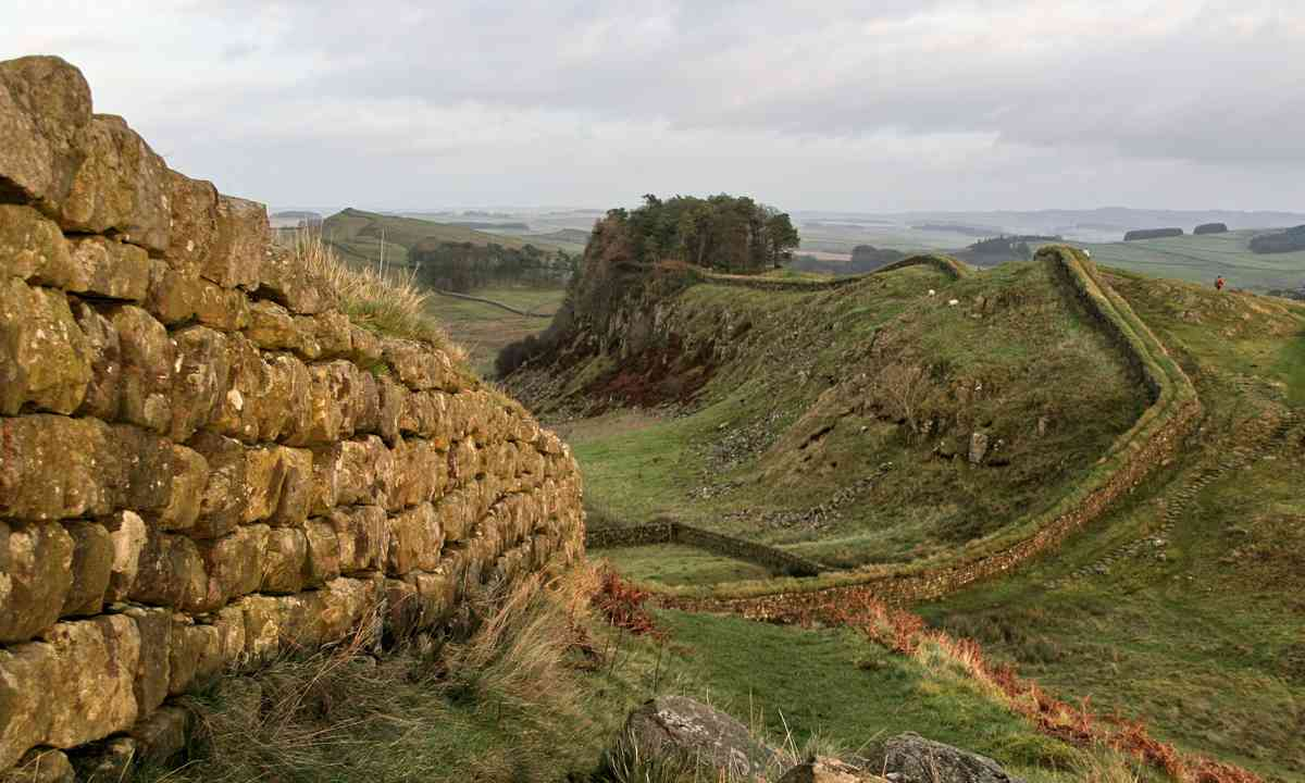 Hadrian's Wall near Housesteads (Dreamstime)