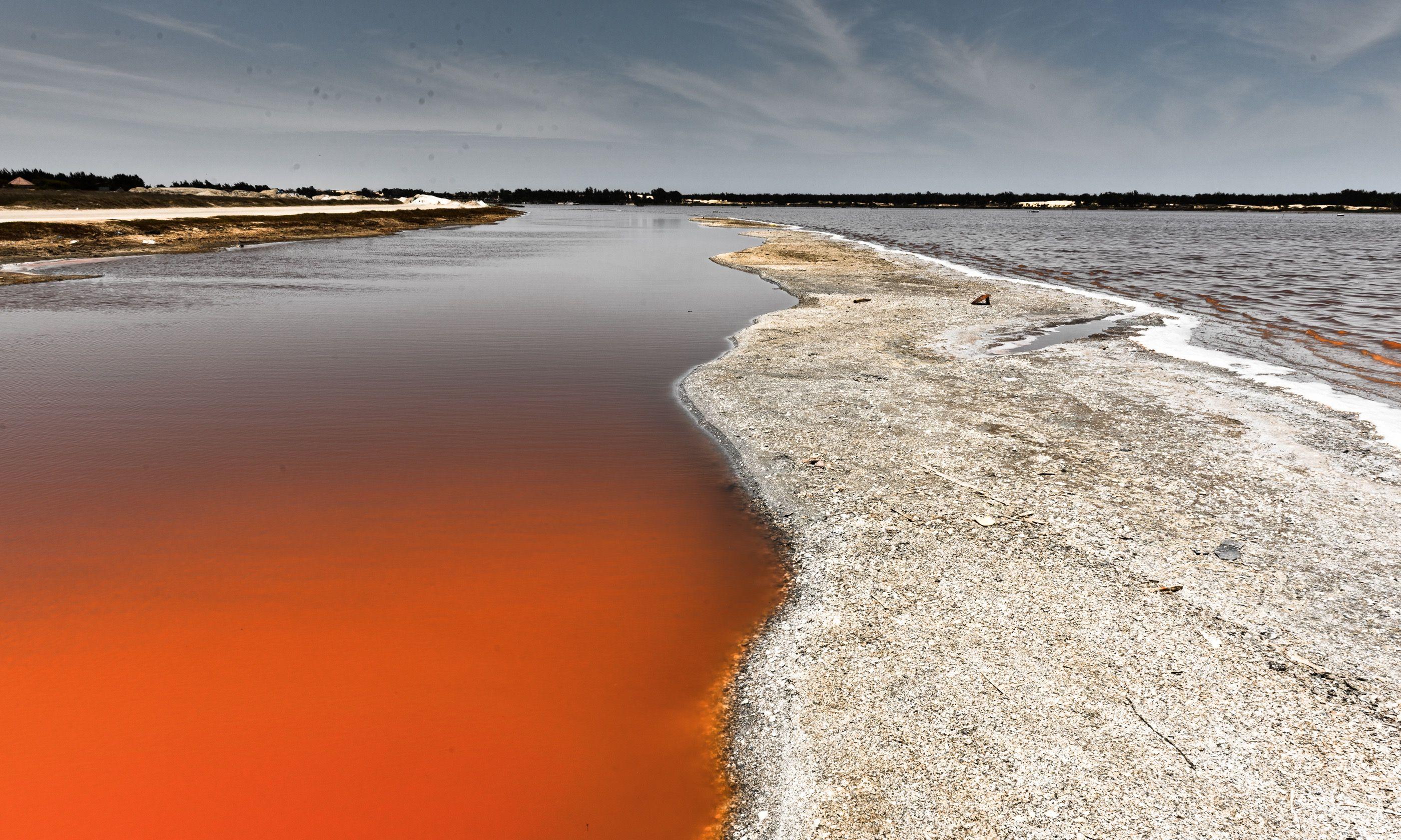 Lake Retba (Shutterstock.com)
