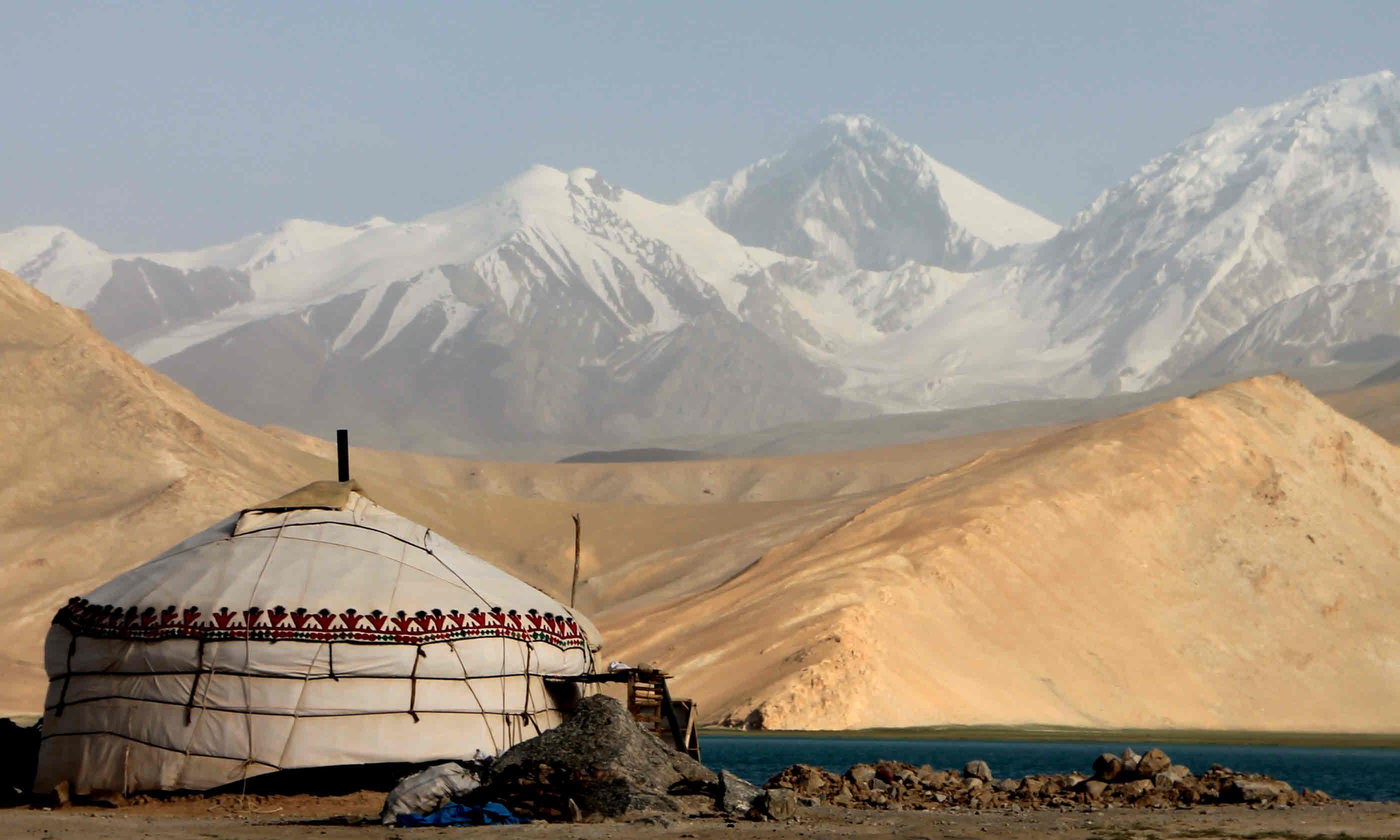 Karakorum Highway Mushtaq Ata Peak at Karakul Lake (Shutterstock)