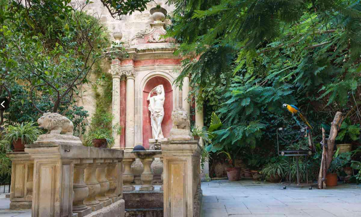 The garden at Casa Rocco Piccolo (casaroccapiccola.com)