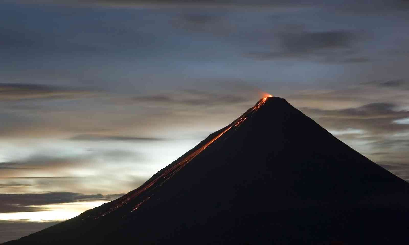 Arenal at night (Shutterstock.com)