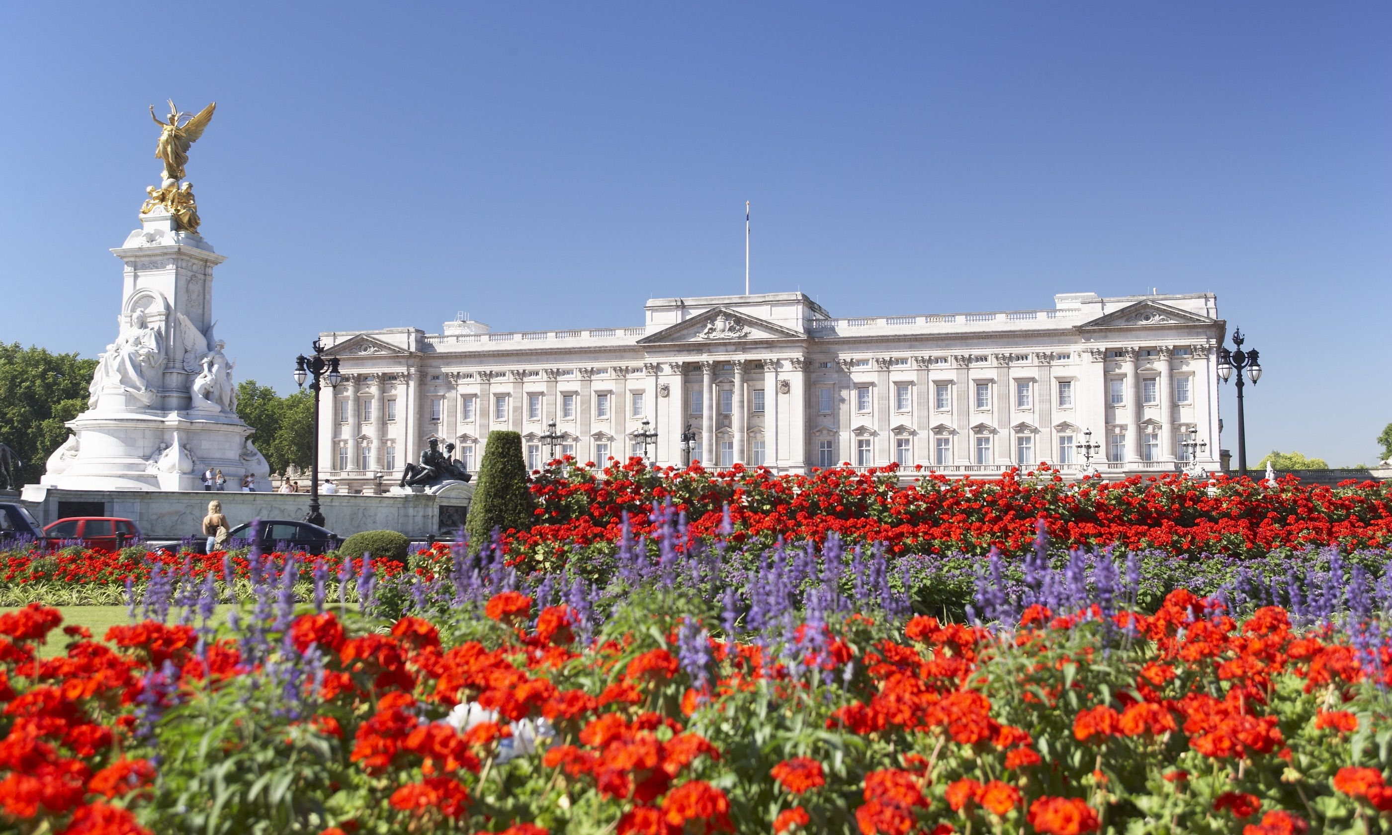 Buckingham Palace in spring (Shutterstock.com)
