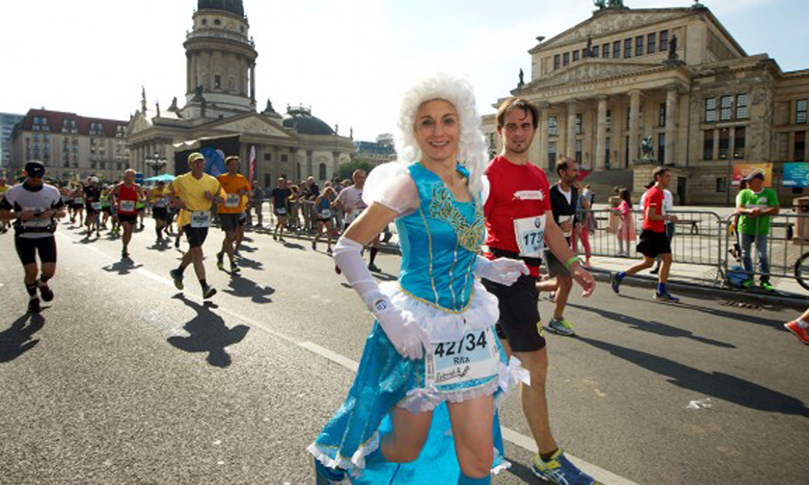 Fräulein on the course (BMW Berlin Marathon/SCC Events)