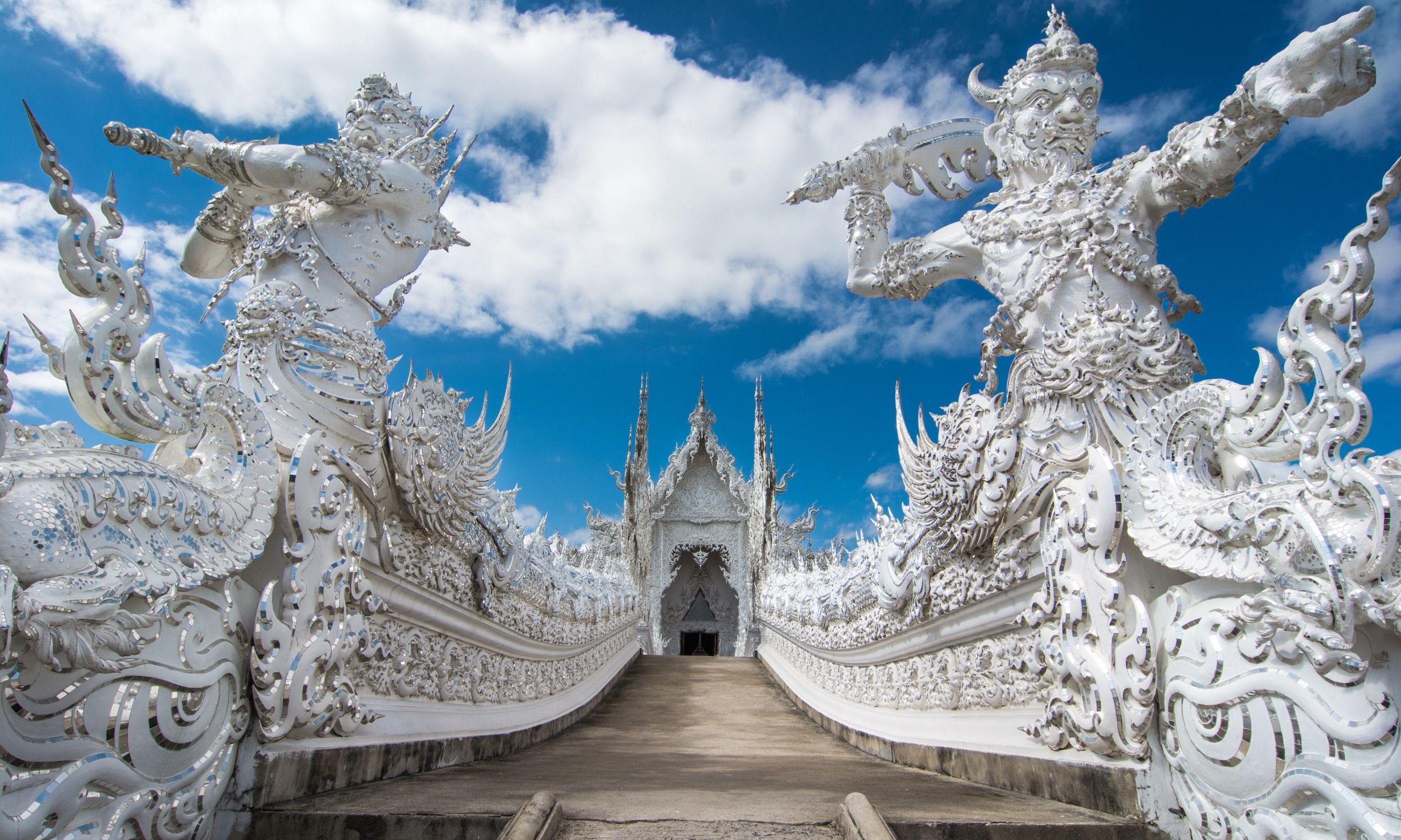 Wat Rong Khun (Shutterstock.com)