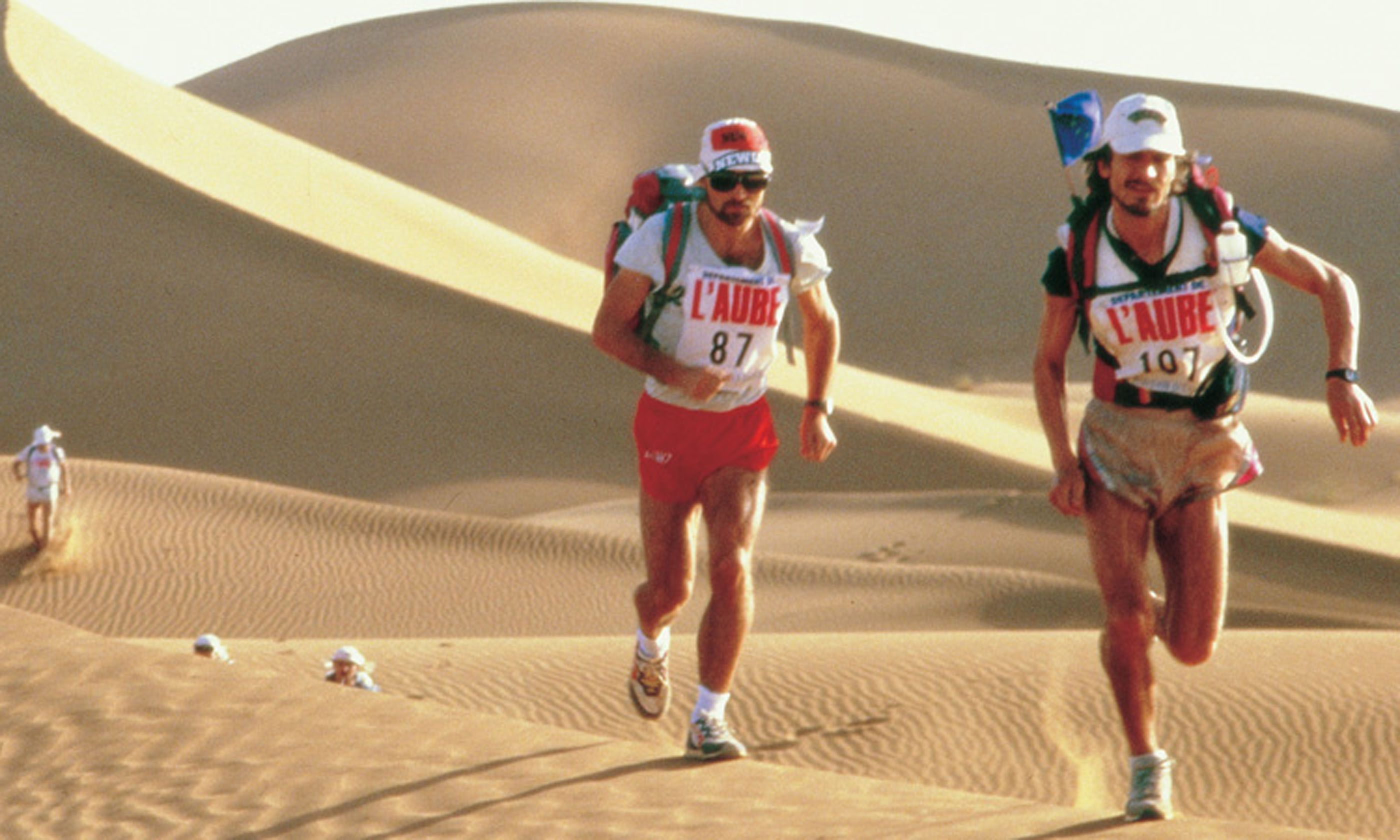 Running through the dunes (marathondessables.com)