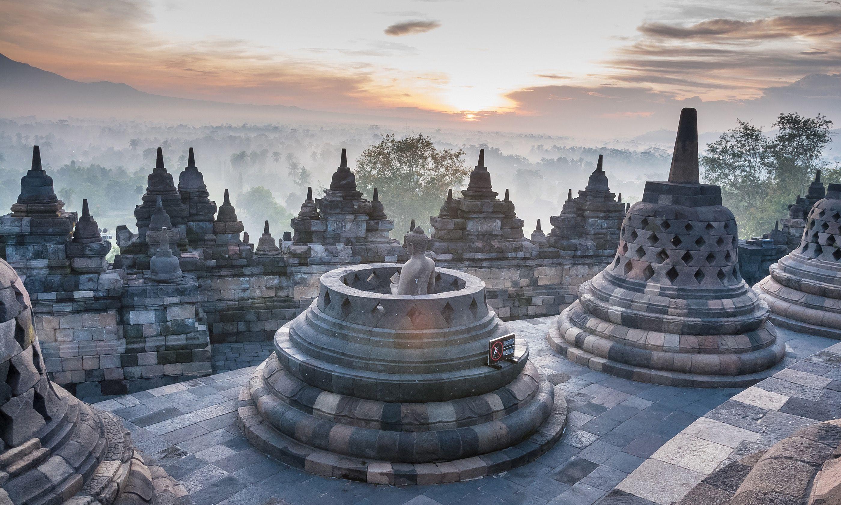 Borobudur (Shutterstock.com)