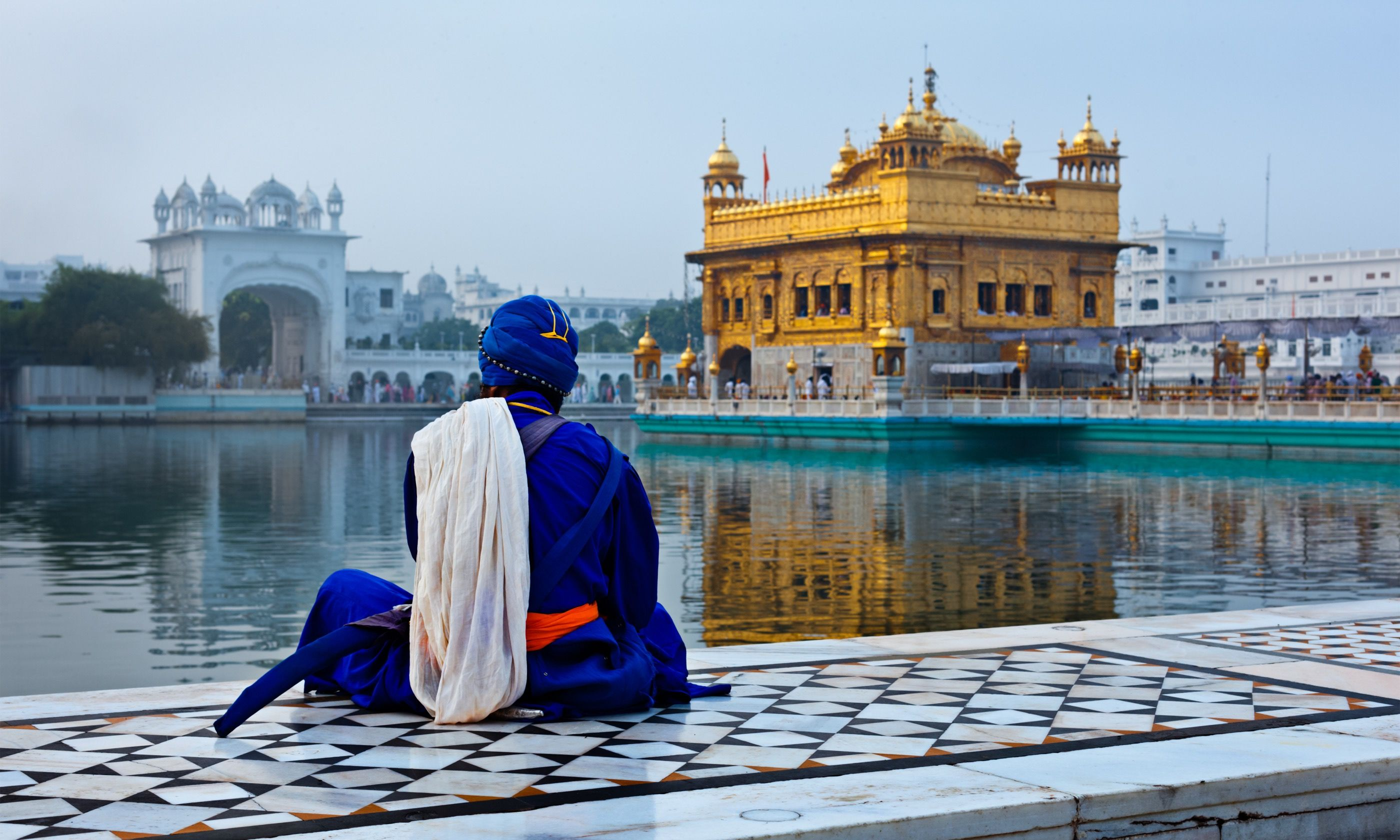 Pilgrim mediating beside the Golden Temple (Shutterstock.com)