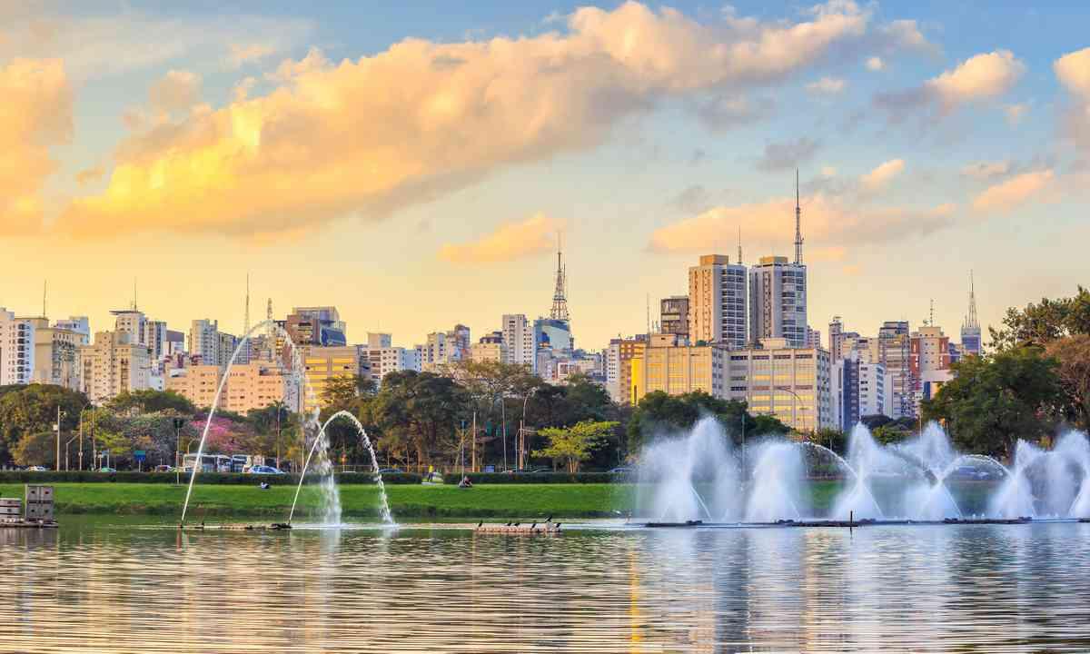 Sao Paulo skyline from Ibirapuera Park (Dreamstime)