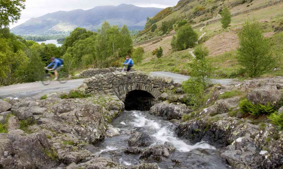 Cycling in the Lake District (Shutterstock.com)